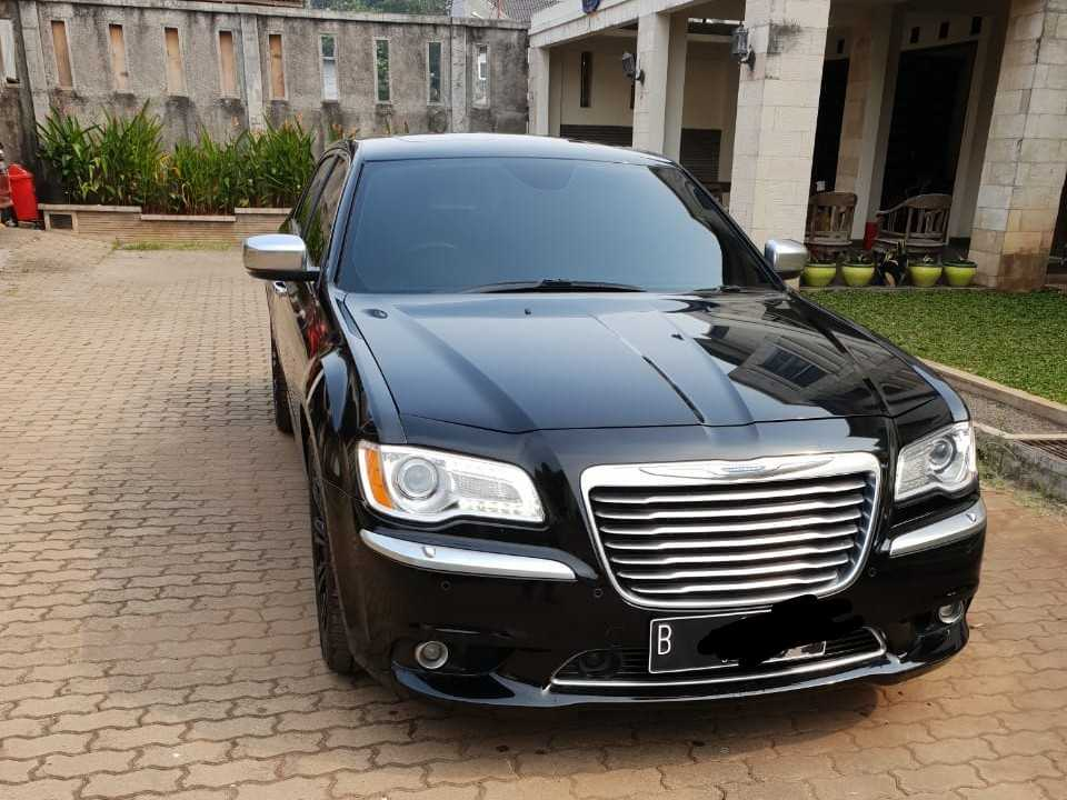 rental mobil chrysler, sewa chrysler, rent car chrysler, rental chrysler, sewa mobil mewah, wedding car,
