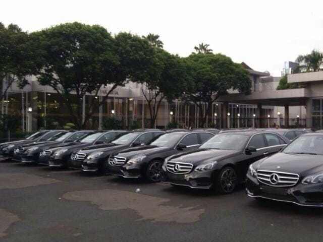 sewa rental mobil mewah mercedes benz E class pengantin wedding car